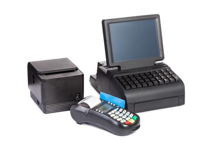 impresora: Procesador de la tarjeta de crédito, la impresora de recibos y la pantalla táctil LCD aislados sobre fondo blanco