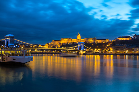 Illuminated building of Buda Castle and Chain bridge at night in  Budapest.  Hungary. Zdjęcie Seryjne