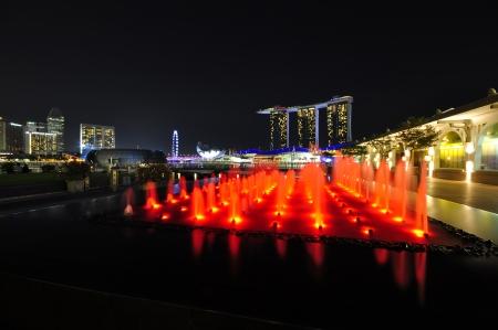 Fuente con el festival de la luz, Bay Marine, Singapur Editorial
