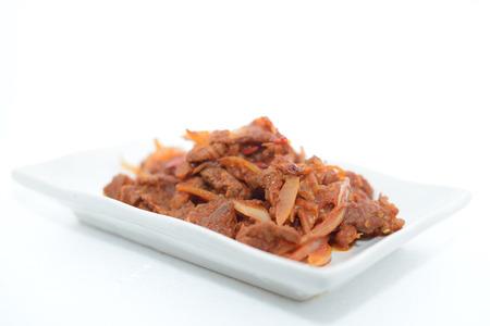 dulce carne frita agria con el fondo blanco