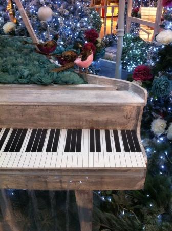 Decoraci�n de Navidad centro comercial cubierto. Foto de archivo