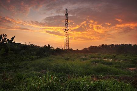 puesta de sol o amanecer campo. Foto de archivo