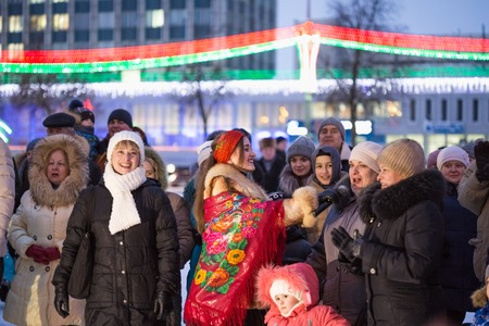 The gypsy entertains the public at the Lenin Square in Gomel, a