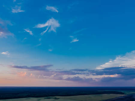 Background blue evening sky with clouds. Beautiful sky landscape 免版税图像