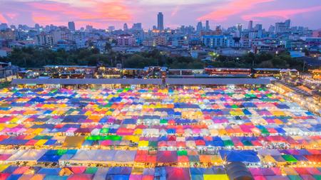 Train Night Market Ratchada (Talad Rot Fai), Bangkok, Thailand Reklamní fotografie