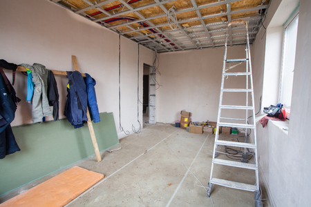 The clothes of workers in the room of  apartment during  the remodeling, renovation and construction 免版税图像
