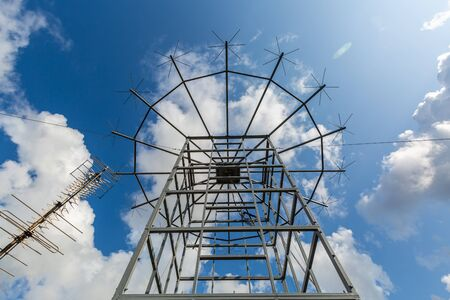Antennas of military radio station are on the roof and blue sky as a background. Stockfoto