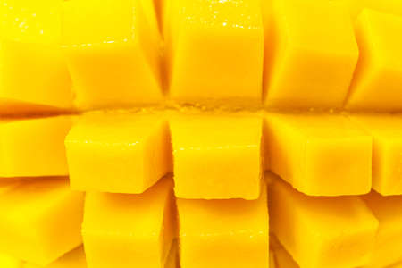 Close up rip mango slice cubes cut 免版税图像