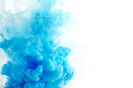 Wolke von Tinte in Wasser isoliert auf weiß Standard-Bild - 29884418