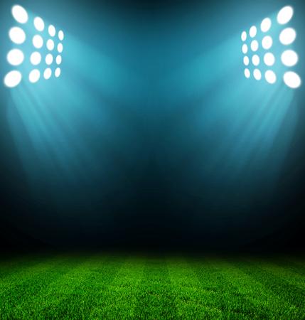 terrain foot: lumières du stade pendant la nuit et le stade