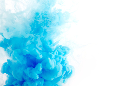 Wolke von Tinte in Wasser isoliert auf weiß Standard-Bild - 34220793