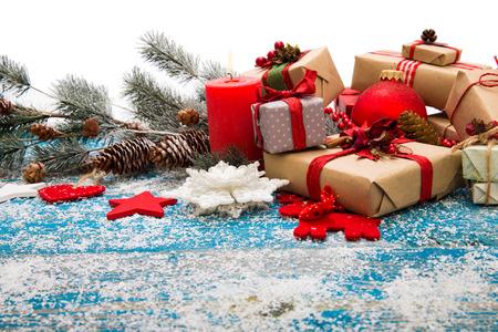 Weihnachtsdekoration über Holzuntergrund Standard-Bild - 46205421