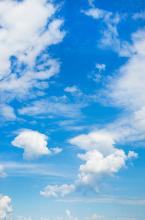 white fluffy clouds in the blue sky 版權商用圖片 - 54092912