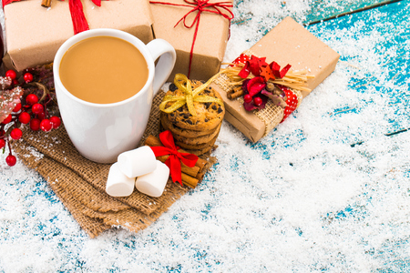 Christmas holiday background with coffee cup 版權商用圖片 - 68372278