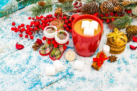 Christmas holiday background with coffee cup 版權商用圖片 - 69894835