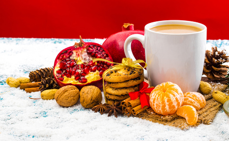Christmas holiday background with coffee cup Standard-Bild