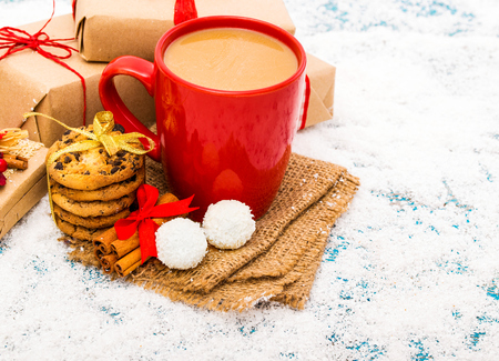 Christmas holiday background with coffee cup 版權商用圖片 - 69894834