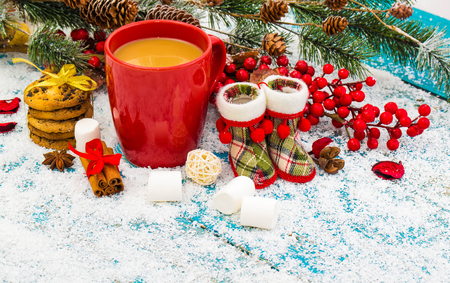 Christmas holiday background with coffee cup 版權商用圖片 - 68372332