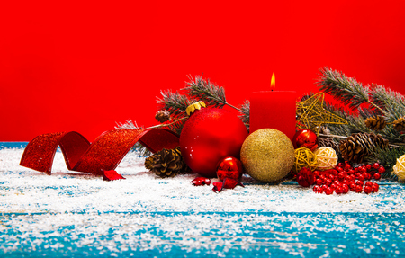 Christmas Decoration Over Wooden Background 版權商用圖片 - 68372344