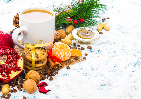 Christmas holiday background with coffee cup 版權商用圖片 - 68372373