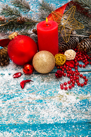 Christmas Decoration Over Wooden Background 版權商用圖片 - 68372378