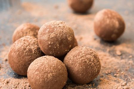 Homemade energy balls with chocolate, cream and cocoa Standard-Bild