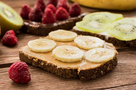 Gluten free delicious toasts with fresh fruits and berries Standard-Bild