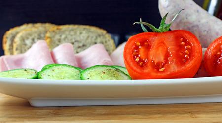 white sausage: Tomatoes, cucumber, ham and white sausage