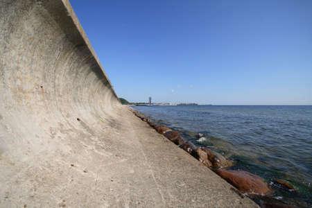 breakwater: Una perspectiva y rompeolas.  Foto de archivo