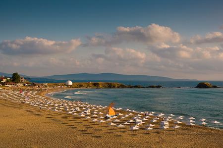 Een groot strandstadje in Lozenets in Bulgarije.