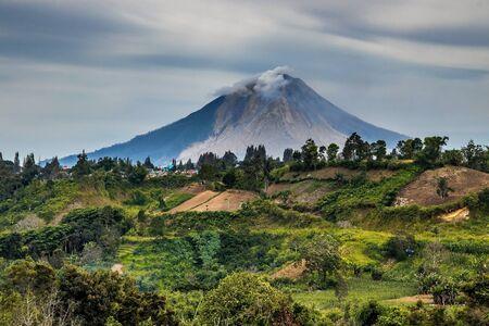 Sinabung Volcano, North Sumatra, Indonesia Foto de archivo