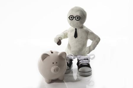 Spaarvarken Andy houdt van zijn geld op te slaan in zijn Spaarvarken. Commercieel gebruik. Stockfoto