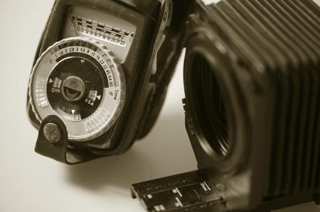 vintage camera-accessoires een afbeelding van oude meter en camera-attachments fotografen gebruikt. Commercieel gebruik.