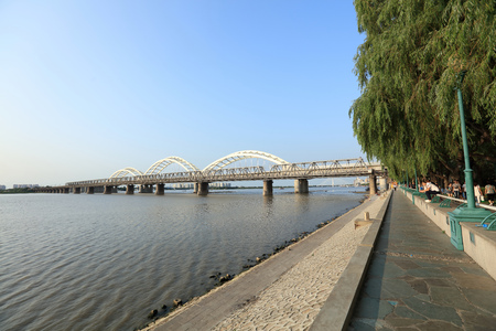 embankment: Harbin Songhua River Bridge