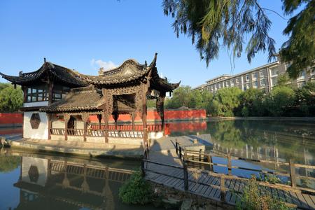 fang: mable boat or Qing Yan Fang