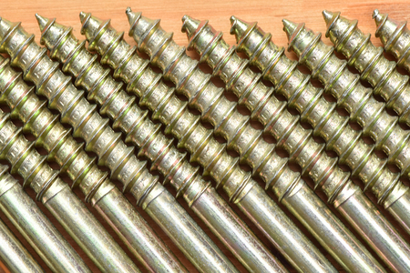 Production of screws. Construction fixture. Steel products. 版權商用圖片
