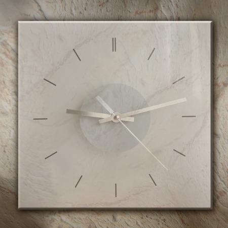 slur: Mottled background with a clock