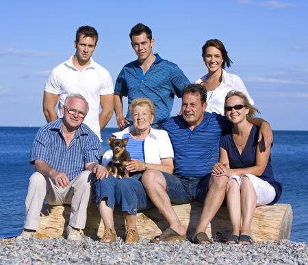 Famiglia di sette, con tre generazioni in estate