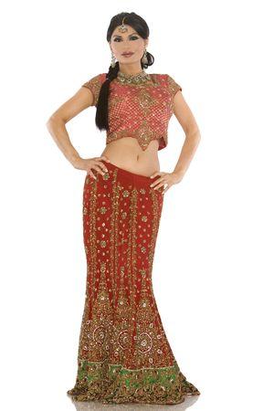 schöne indische Frau mit Brautkleidung auf weiß Standard-Bild