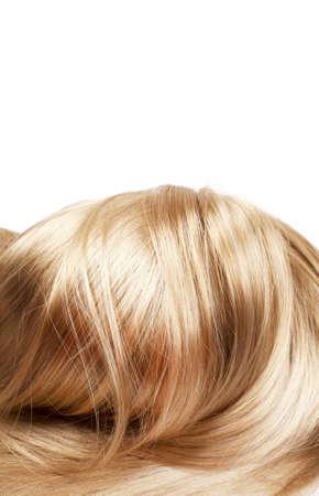 textura pelo: cabello humano rubio sobre fondo blanco aisladas