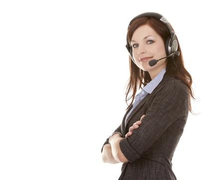 schöne Brünette trägt Business-Outfit auf weißem Hintergrund
