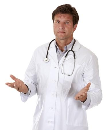 caucasian Arzt gibt schlechte Nachrichten auf weißem Hintergrund