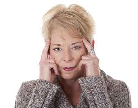 Casual blonde Frau in ihren Fünfzigern mit Kopfschmerzen Standard-Bild - 15261241