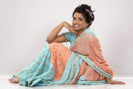 indian saree: woman wering indian outfit on light grey background Stock Photo