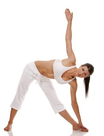 Hübsche Brünette ist die Ausübung von Yoga auf weißem Hintergrund Standard-Bild - 19147618