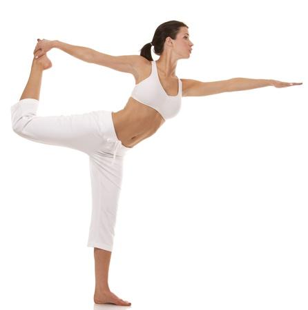 Hübsche Brünette ist die Ausübung von Yoga auf weißem Hintergrund Standard-Bild - 19168314
