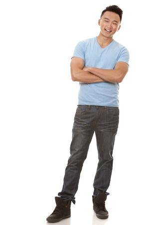 uomo casual indossare maglietta blu e jeans su sfondo bianco