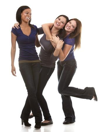 Schöne drei Frauen, die Spaß auf weißem Hintergrund Standard-Bild - 21588238