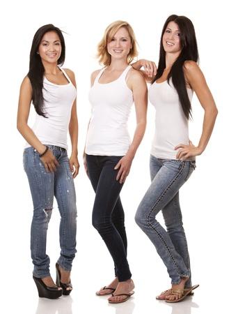 흰색 배경에 아름 다운 세 여자 재미