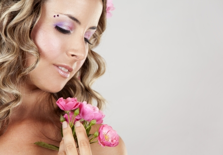 pink lips: summer woman wearing pink roses and colorful makeup
